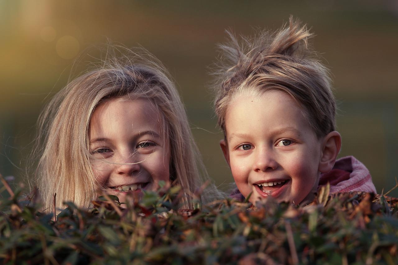 Рыльсы-рельсы, шпалы-шпалы: 5 вариантов детского игрового массажа