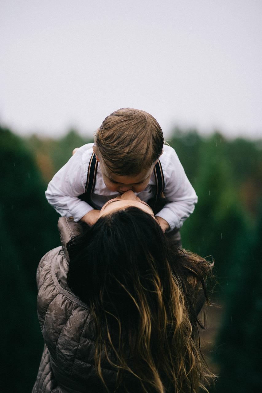 Дети — это счастье («Будила сына, включила чайник…»)