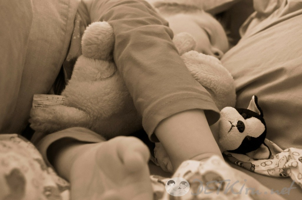 Как отучить ребенка спать вместе с родителями?