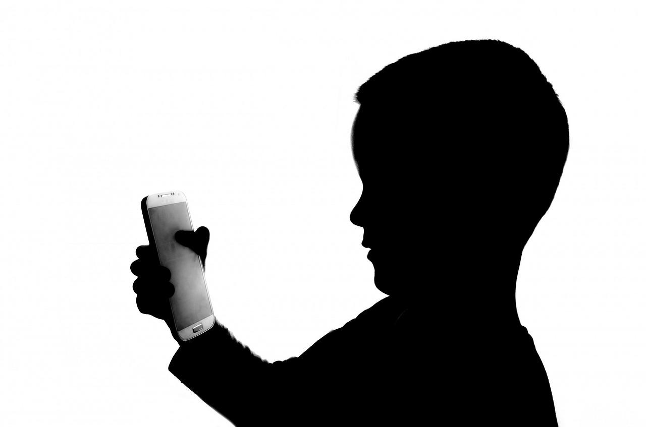 дети смартфон