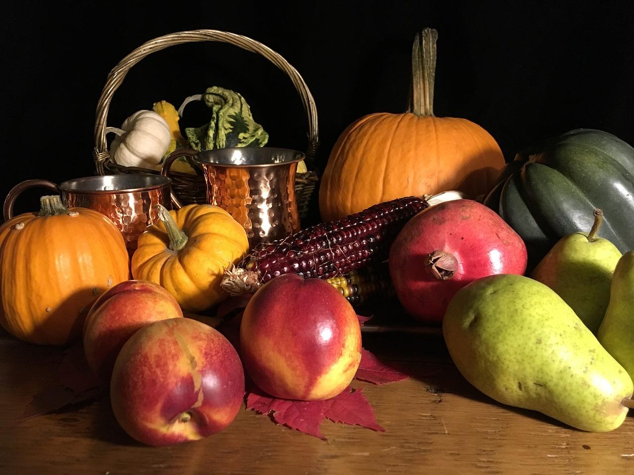 Осенняя композиция из овощей и фруктов 3 фото