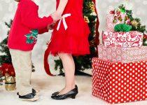 Новогодние игры вокруг ёлки для детей 2-3 лет: ТОП-5 веселых детских игр